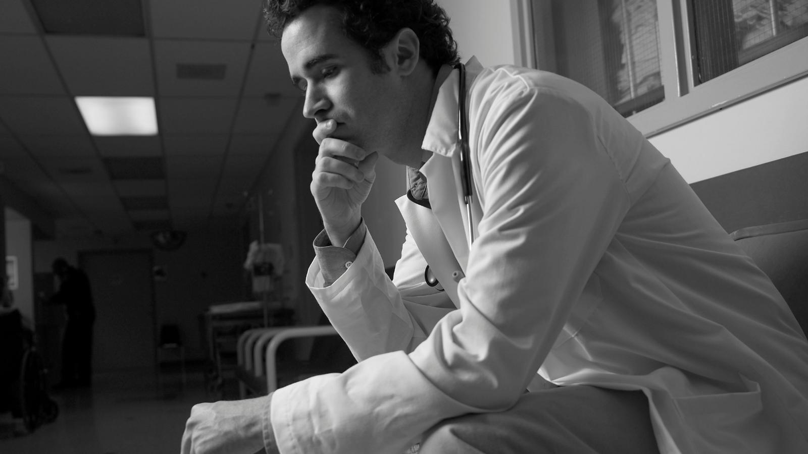 Las reclamaciones sitúan al médico en una posición más vulnerable que nunca