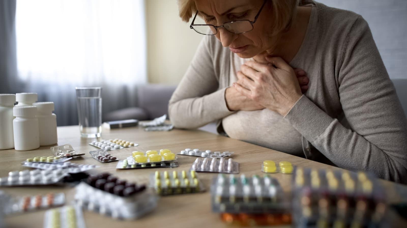 ¿Qué es la automedicación y cuáles son sus riesgos para tus pacientes?